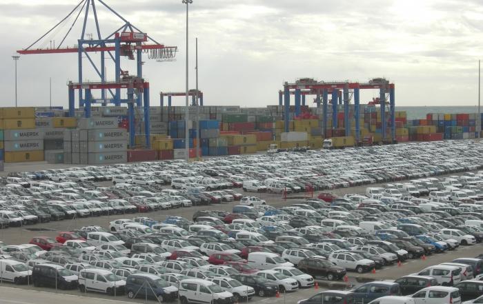 Almacenamiento_de_vehículos_en_el_puerto_de_Málaga